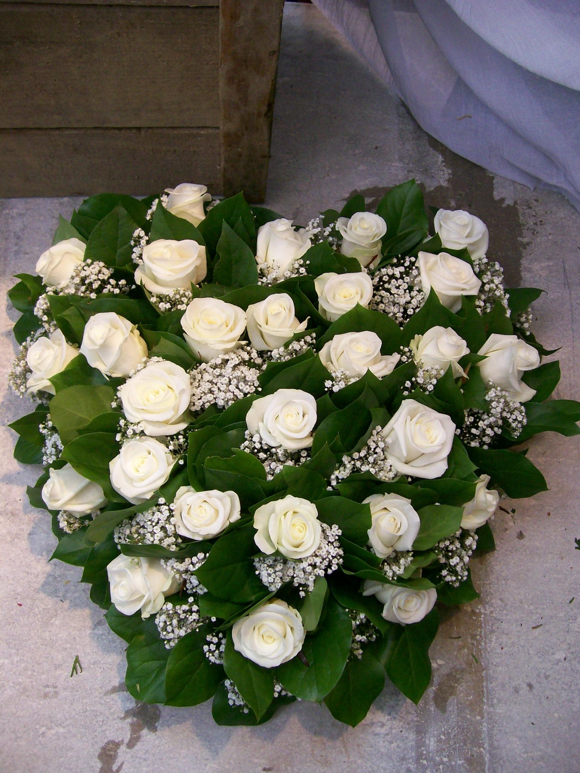 BL0 78 – Witte rozen Hart 40 cm – € 73